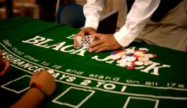 Hướng dẫn cách chơi bài Blackjack (Đầy đủ & chi tiết)