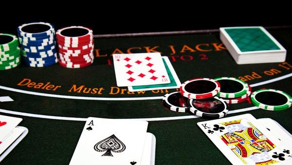Hướng dẫn chơi bài Poker 3 lá (Đầy Đủ & Chi Tiết) 1