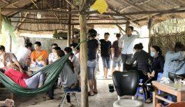 Bắt quả tang 15 đối tượng đánh bài ăn tiền tại Cà Mau