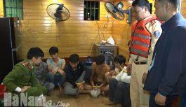 6 đối tượng tổ chức đánh bạc trên sông Đáy bị bắt quả tang