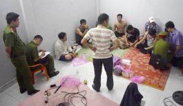 Bắt quả tang 4 cán bộ huyện, đảng viên ở Quảng Ngãi đánh bạc