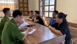 Bắt quả tang nhóm nam nữ tổ chức đánh bạc dưới hình thức cào tố ở Quảng Bình