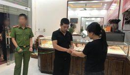 Nam thanh niên cướp tiệm vàng ở Hà Nội để cá độ bóng đá