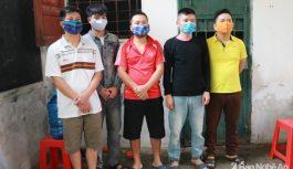 Bắt tạm giam 5 đối tượng đánh bạc tại Nghệ An