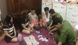 Phá ổ bạc giữa trung tâm TP Hà Tĩnh, thu giữ hơn 90 triệu đồng