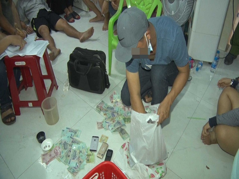 Triệt xóa sòng tài xỉu tại Long An, bắt giữ 17 đối tượng liên quan