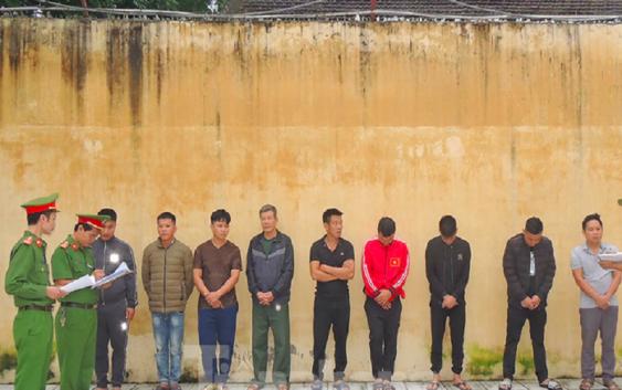 Bắt 9 đối tượng tham gia đánh bạc tại một ổ xóc đĩa ở Hà Nam