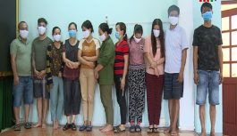 Bắt giữ 13 đối tượng đánh bạc trong trang trại ở Hà Tĩnh