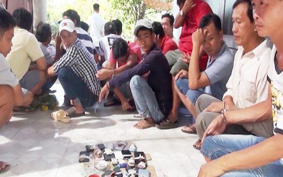 Triệt xóa sòng tài xỉu có nhiều lớp cảnh giới, bắt giữ 22 con bạc
