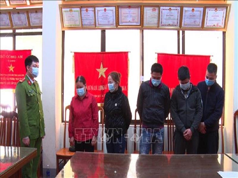 Bắt giữ 5 đối tượng đánh bạc trên đồi ở Lạng Sơn