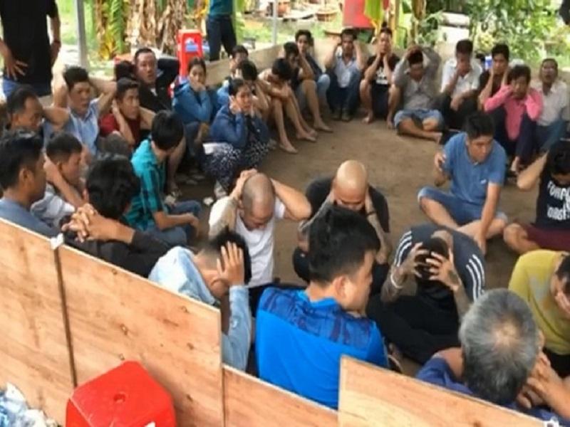 Bắt quả tang 23 người đá gà ăn tiền tại Tân Phú
